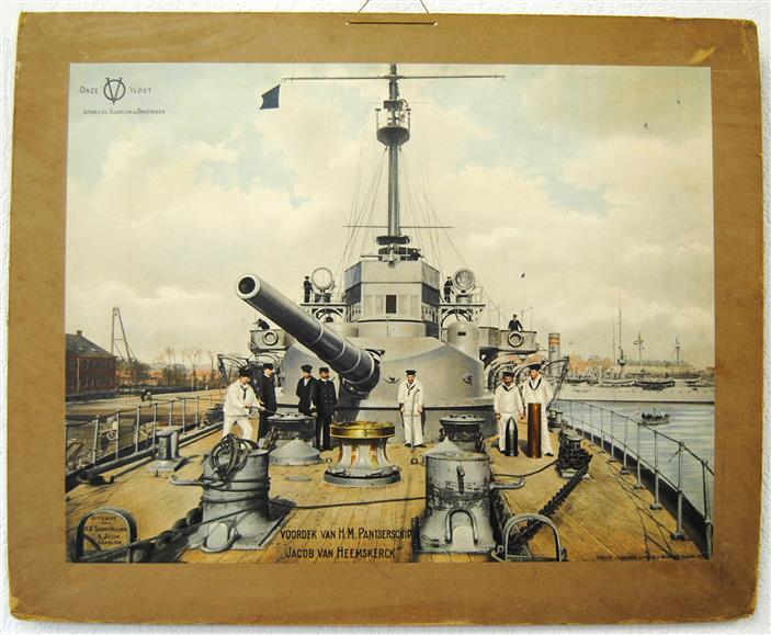 """Onze Vloot. Afdeling Haarlem en Omstreken: Voordek van H.M. Pantserschip """"Jacob van Heemskerk""""( SCHOOLPLAAT )"""