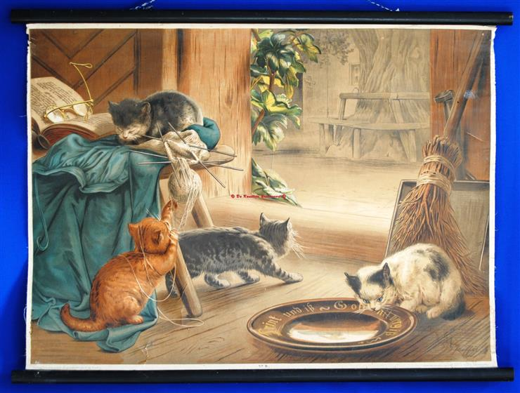 (SCHOOLPLAAT - SCHOOL POSTER / MAP - LEHRTAFEL) Kitties playing in the living room - Spelende poesjes in de huiskamer