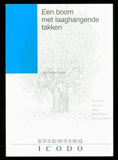 Een boom met laaghangende takken