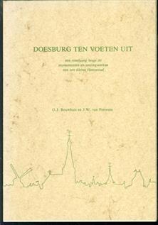 Doesburg ten voeten uit : een rondgang langs de monumenten en vestingwerken van een kleine Hanzestad