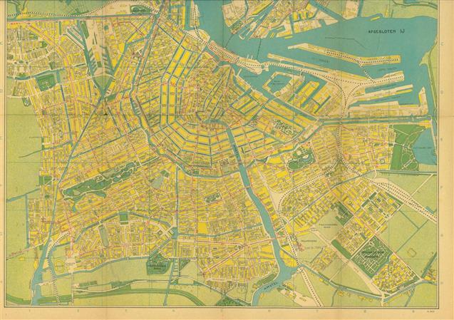 (TOERISME / TOERISTEN BROCHURE) Kaart van Amsterdam. ( Omslagtitel:  volledige plattegrond van amsterdam naar officieele gegevens bewerkt )
